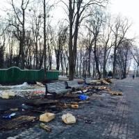 Бравые ребята, стоявшие на антимайдане, загадили Мариинский парк до неузнаваемости
