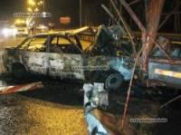 Под Киевом Audi 100 врезался в грузовик дорожной службы и сгорел вместе с водителем