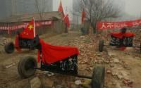 Чтобы защитить свой дом от застройщиков, китайцу пришлось установить возле него... шесть пушек