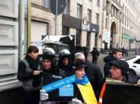 Участники Евромайдана заставили милиционеров взглянуть на себя со стороны
