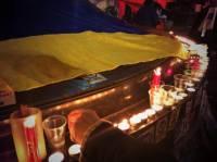 На Майдане зажгли свечи в память о погибших в Волгограде