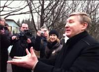 Как Ахметов общался с митингующими около его донецкого дома