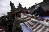 В Мексике испекли сдобную булку длиной 1440 метров