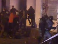 Коктейли Молотова на Грушевского подожгли четверых «беркутовцев» /СМИ/