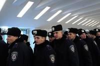 Бойцы ВВ, засевшие в Украинском доме, начали выходить по одному под крики «Молодцы!»