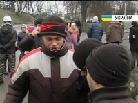 В Донецке «титушки» c георгиевскими ленточками, не разобравшись, избили участников митинга в поддержку Януковича