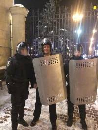 Добкин уже выложил в соцсеть свое фото в шлеме и со щитом