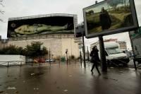 Французский художник представил, что Париж вместо рекламы заполонила живопись
