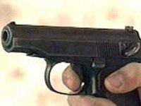 Житель Львовской области сдал в милицию пистолет и две обоймы. Утверждает, что нашел возле стадиона им. Лобановского