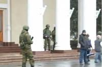 300 вооруженных военных захватили аэропорт в Севастополе. Это они так предохраняются от провокаций