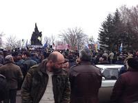 В Донецке проходит митинг за присоединение к России, а в Николаеве - за создание федерации