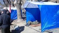 В Одессе под стенами СБУ за ночь вырос палаточный городок