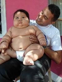 Таких младенцев вы точно никогда не видели. Малыш в 8 месяцев весит… 20 кг