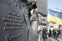 В Киеве неравнодушные люди возложили цветы к памятнику Вячеславу Чорновилу