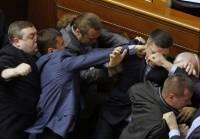 Как депутаты в Верховной Раде дрались. Фоторепортаж с места событий, крупным планом