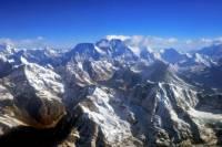 Сошедшая на Эвересте лавина забрала жизни шестерых альпинистов. Еще девять человек пропали без вести