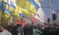 В Харькове параллельно проходят два митинга. В горсовет завели «титушек»