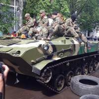 Как отмечают День Победы в Славянске: Губарев, Штепа с цветами, ветераны и БТРы