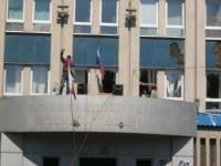Мирные сепаратисты с автоматами захватили здание горсовета в Красном Луче