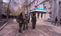 «Армия юго-востока» разгромила помещения двух избиркомов на Луганщине