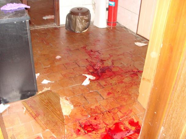 У Першотравенську бойовики напали на міліцію, офіси та побили депутата.