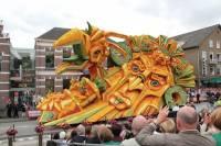 В Голландии прошел самый масштабный парад цветочных скульптур в мире. Фоторепортаж с места событий