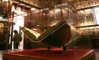Экс-сотрудникам ФСБ впаяли сроки за кражу уникальной Библии Гутенберга, выпущенной в первой половине 1450-х годов