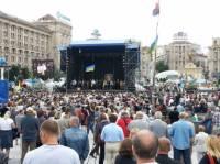 Людям на Майдане раздали мочалки. Говорят, во вторник пригодятся