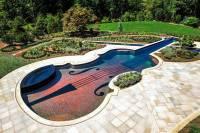 А вам никогда не хотелось искупаться в... скрипке Страдивари?