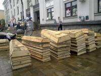 Сепаратисты в Луганске заготовили десятки гробов для погибших