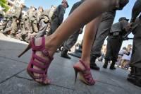 В Таможенном союзе предлагают запретить высокие каблуки и кеды
