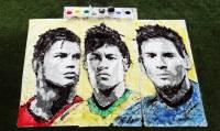 Китаянка так преисполнилась духом Чемпионата мира по футболу, что решила нарисовать портреты любимых игроков... мячом