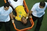 Бразильский нападающий Неймар пропустит полуфинал ЧМ-2014 с Германией из-за удара в спину