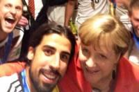 Меркель засветилась в селфи с ликующими игроками сборной Германии