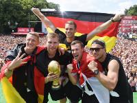 Футболисты сборной Германии повредили Кубок мира