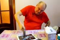 В Сети появилось видеообращение россиянина к Обаме. «Гений» выдвинул  США санкции и разбил молотком свои  iPhone и iPad