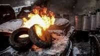 После просьбы коммунальщиков самим разобрать свои палатки «майдановцы» подожгли шины