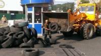 Как сегодня в центре Киева сносили баррикады