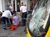 В Киеве пьяный пешеход головой разбил лобовое стекло маршрутки