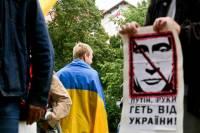 «Руки прочь от Украины». Жители Вильнюса устроили пикет под российским посольством