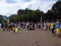 Украинцы пикетировали Белый Дом и Еврокомиссию с требованием остановить российское вторжение