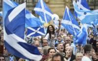 Первые данные экзит-поллов показывают небольшой перевес противников независимости на референдуме в Шотландии
