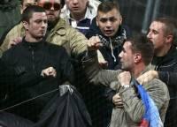 Шведские футбольные болельщики не дали россиянам развернуть на стадионе флаг ДНР