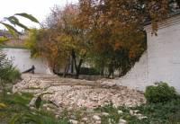 В Софии Киевской упала часть стены. Фото с места событий