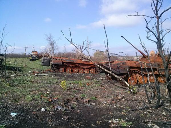 В Сети появились снимки «кладбища» танков под Снежным. Часть 1
