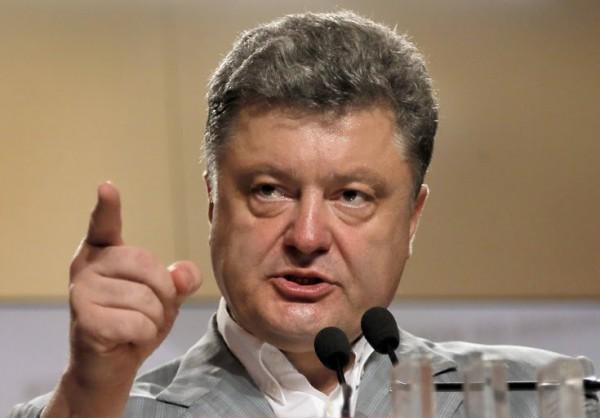 Накануне выборов Порошенко напомнил украинцам, что «измерять свой голос гривнами – значит, торговать Отчизной»