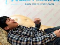 20 китайцев добровольно на протяжении 30 секунд пытались ощутить, что чувствует женщина во время родов