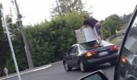 Новозеландские полицейские разыскивают мужчину, оригинально перевозившего холодильник