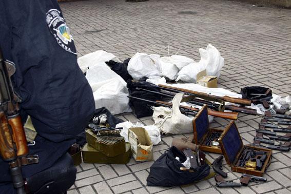 Донецкая милиция обнаружила тайник с оружем полиции ДНР