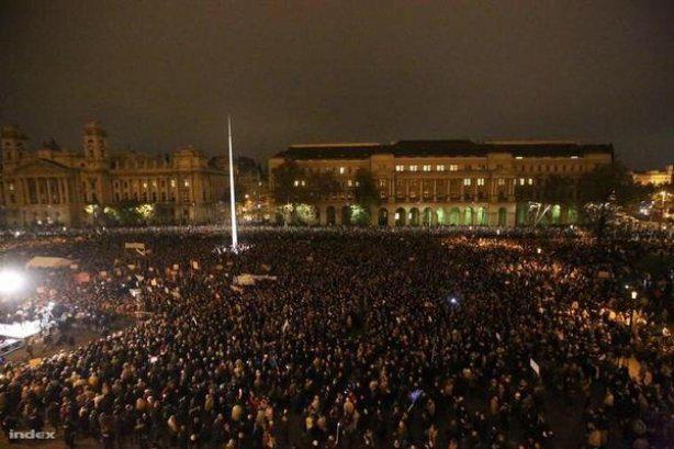 ФОТО: Массовые беспорядки в Венгрии против поддержки Кремля